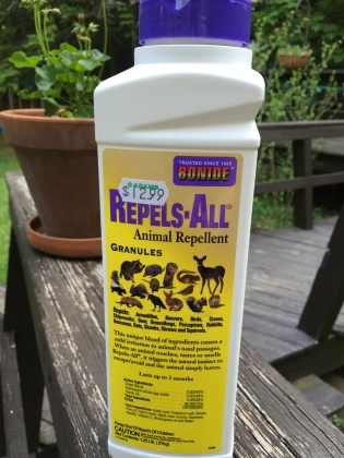 Chipmunk repellent